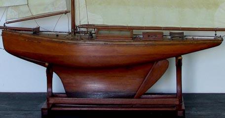 Voilier de bassin gr ement marconi avec foc et trinquette b m e coque en bois pitchpin massif - Voilier de bassin ancien nanterre ...