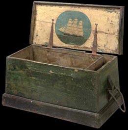 antiquit s meubles de marine mobilier de bateau commodes coffres de marin de corsaire. Black Bedroom Furniture Sets. Home Design Ideas